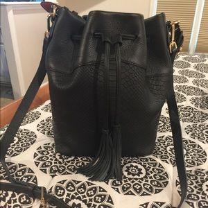 Gigi New York Jennifer Bucket Bag